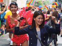 Masih Soal Perceraian Denada, Aming Datang ke Parade Gay Pride di Amerika