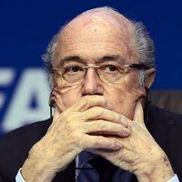 Khawatir Ditangkap, Blatter Tak Akan Bepergian Dulu