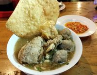 Bakso Solo Mas Ono: Waduh Enake! Bakso Kenyal Plus Daging Iga yang Lembut Gurih