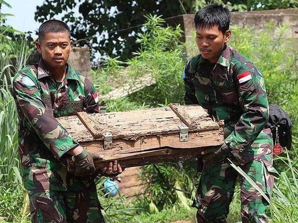 Pasukan Garuda Evakuasi 6 Ton Bahan Peledak di Afrika