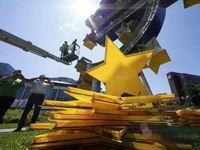 Patung Euro Ikon Frankfurt Setinggi 14 Meter Dibongkar