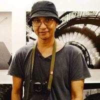 Kegalauan Hati Fotografer Dokumenter Romi Perbawa