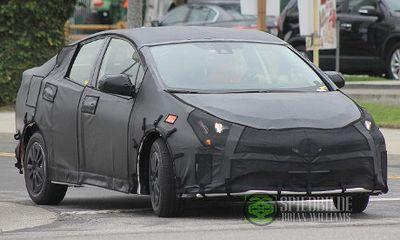 Toyota Prius Anyar Mulai Muncul di Jalanan