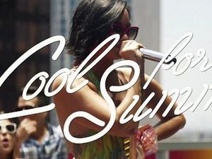 Demi Lovato Asyik Pool Party di Video Lirik Cool for The Summer