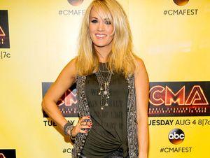 Panik! Carrie Underwood Pecahkan Kaca Mobil demi Selamatkan Anak dan Anjingnya