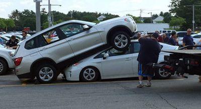 Salah Injak Pedal Gas, BMW X3 Ini Tindih Toyota Prius