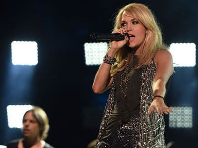 Carrie Underwood Panik Saat Bayinya Terkunci dalam Mobil