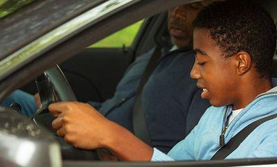 Pengemudi Remaja Membuat Semua Orang Berisiko Alami Kecelakaan