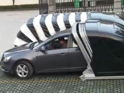Cover Mobil Keren, Bisa Terbuka dan Tertutup Otomatis