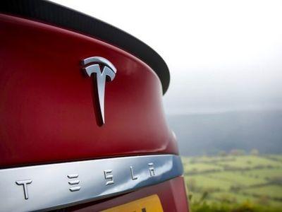 3 Bulan, Mobil Listrik Tesla Model S Terjual 10.045 Unit