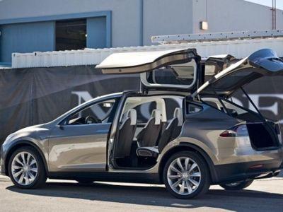 Bos Tesla Klaim Tesla X Bakal Jadi SUV Tercepat Sejagat