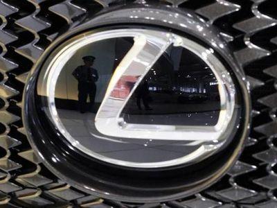Penjualan Mobil Mewah Lemot, Toyota Tunda Produksi Lexus di China