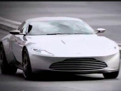 Intip Aksi Kejar-kejaran 2 Mobil Super di Film James Bond