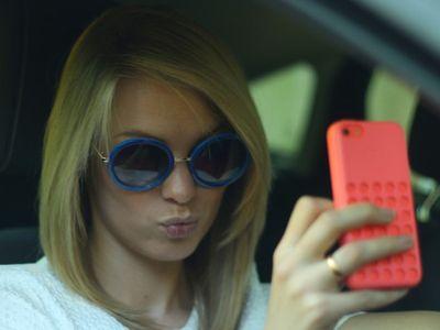 Selfie di Balik Setir Jadi Kebiasaan Baru yang Berbahaya