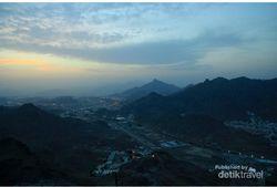 Menanti Sunrise di Jabal Rahmah yang Penuh Cinta