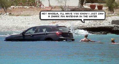 Lupa Direm Tangan, BMW Ini Tercebur ke Laut