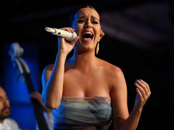 Katy Perry Tampil Anggun di Acara Amal