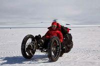Maria, Wanita Cantik yang Menjelajahi Kutub Selatan Naik Sepeda