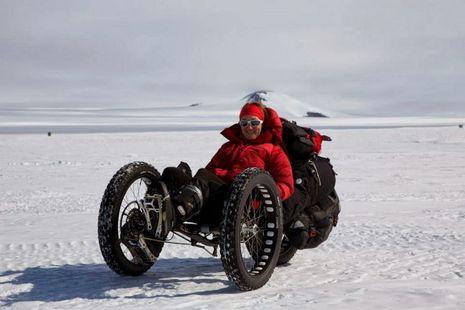 Maria, cewek HOT pengarung Kutub Selatan pake sepeda !