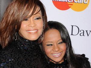 Bobbi Kristina Akan Dimakamkan di Samping Whitney Houston Pekan Ini