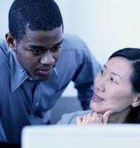 Riset: Wanita yang Mengencani Brondong Lebih Sukses Berkarier