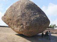 Aneh Tapi Nyata, Ada Batu Melawan Gravitasi di India