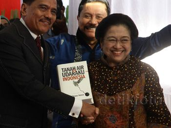 Megawati Hadiri Peluncuran Buku Chappy Hakim