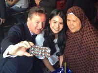 Maudy Ayunda Ajak PM David Cameron ke Pasar dan Selfie Bareng
