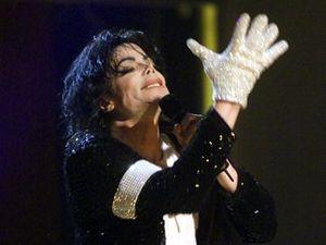 Sarung Tangan Putih Michael Jackson Dilelang Rp 269 Juta