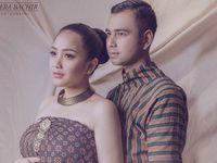 Foto Hamil, Nagita Slavina dan Raffi Ahmad Pakai Baju Adat Jawa