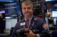 Wall Street Bangkit dan Lompat 1% Lebih
