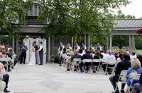 Pasangan Ini Pilih Rumah Pemakaman Jadi Lokasi Pernikahan