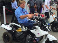 Motor Roda Tiga Elektrik untuk Legenda MotoGP Wayne Rainey
