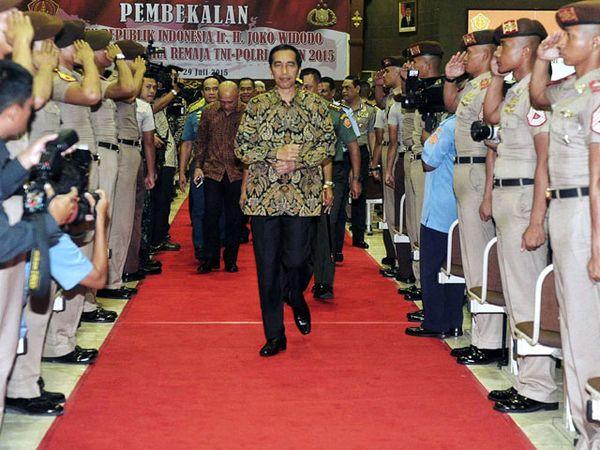Jokowi Beri PembekalanPada Perwira Remaja TNI - Polri