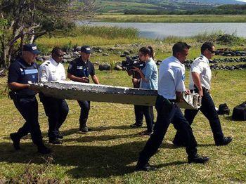 Puing Pesawat Ditemukan di Samudra Hindia