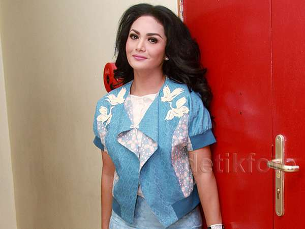Pretty in Blue, Krisdayanti
