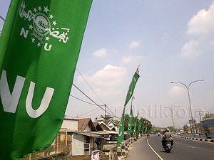 Umbul-umbul NU Hiasi Jalan Raya Mojoagung