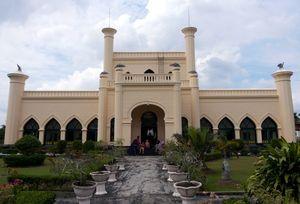 Melihat Peninggalan Kerajaan Siak di Istana Matahari Timur, Riau