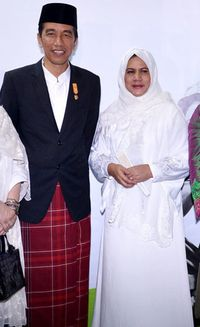 Foto: Gaya Hijab Iriana Saat Dampingi Presiden Jokowi