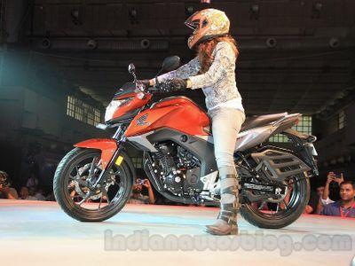 Motor Sport Honda CB Hornet 160 Lahir di India