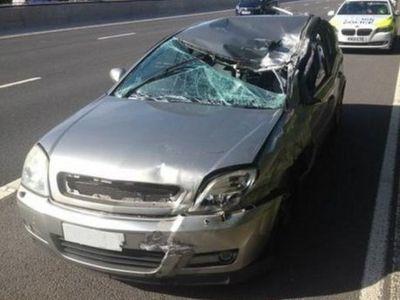 Kendarai Mobil yang Rusak Parah Karena Kecelakaan, Pria Ini Terancam Dibui