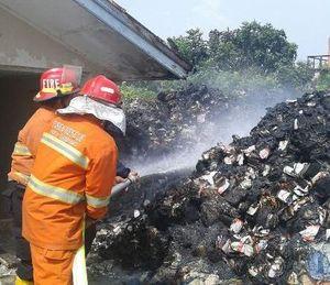 Kantor KPU Dilalap Si Jago Merah, Surat Suara Bekas Pilgub Terbakar