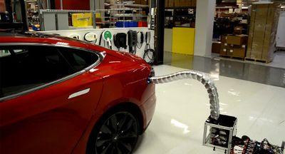 Keren, Tesla Bocorkan Pengisian Baterai Robot Rumahan