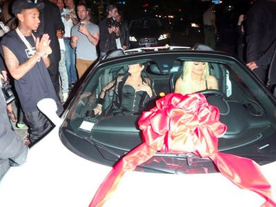 Mobil Ferrari untuk Kylie Jenner dari Sang Pacar