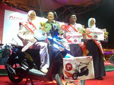 Juara 1 AHMBS Meneliti Campuran Bensin dengan Minyak Jahe