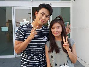 Fanboy Alert! Wajah Bahagia Taecyeon 2PM Bertemu Ha Ji Won