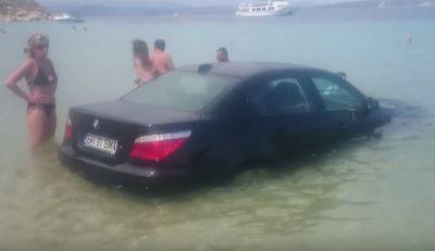 Salah Injak Pedal Gas, BMW Seri 5 Menyebur ke Pantai
