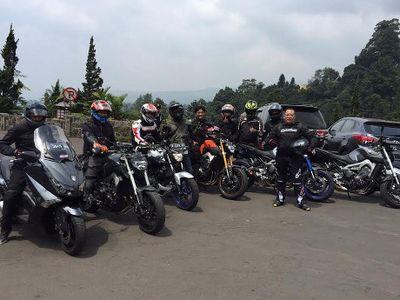 Komunitas Menikmati Alam Indonesia Sambil Menggeber Moge Yamaha