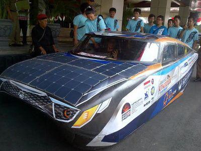 Mobil Tenaga Surya Buatan Mahasiswa ITS Diuji Coba Jawa-Bali