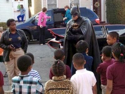 Pria Dermawan Pecinta Mobil Batman Ini, Tewas Bersama Mobilnya